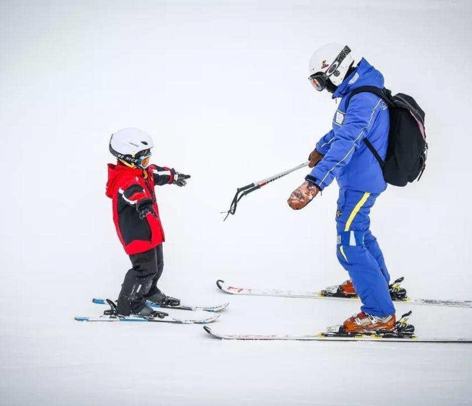 中国吉林松花湖游美滑雪冬令营
